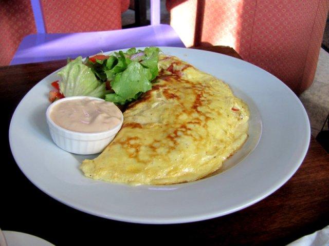 Pārlocītā omlete - 1,60 Ls
