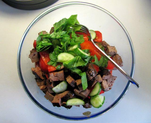skabenu salati ar aknam