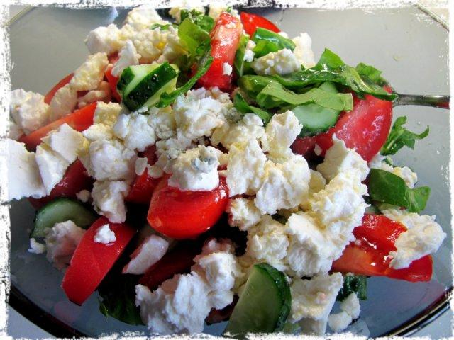 skabenu salati ar fetu